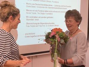 Frau Bader bedankt sich bei unserer engagierten Förderin Frau Treyde